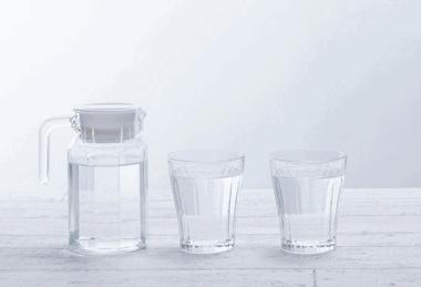 ピッチャーの水